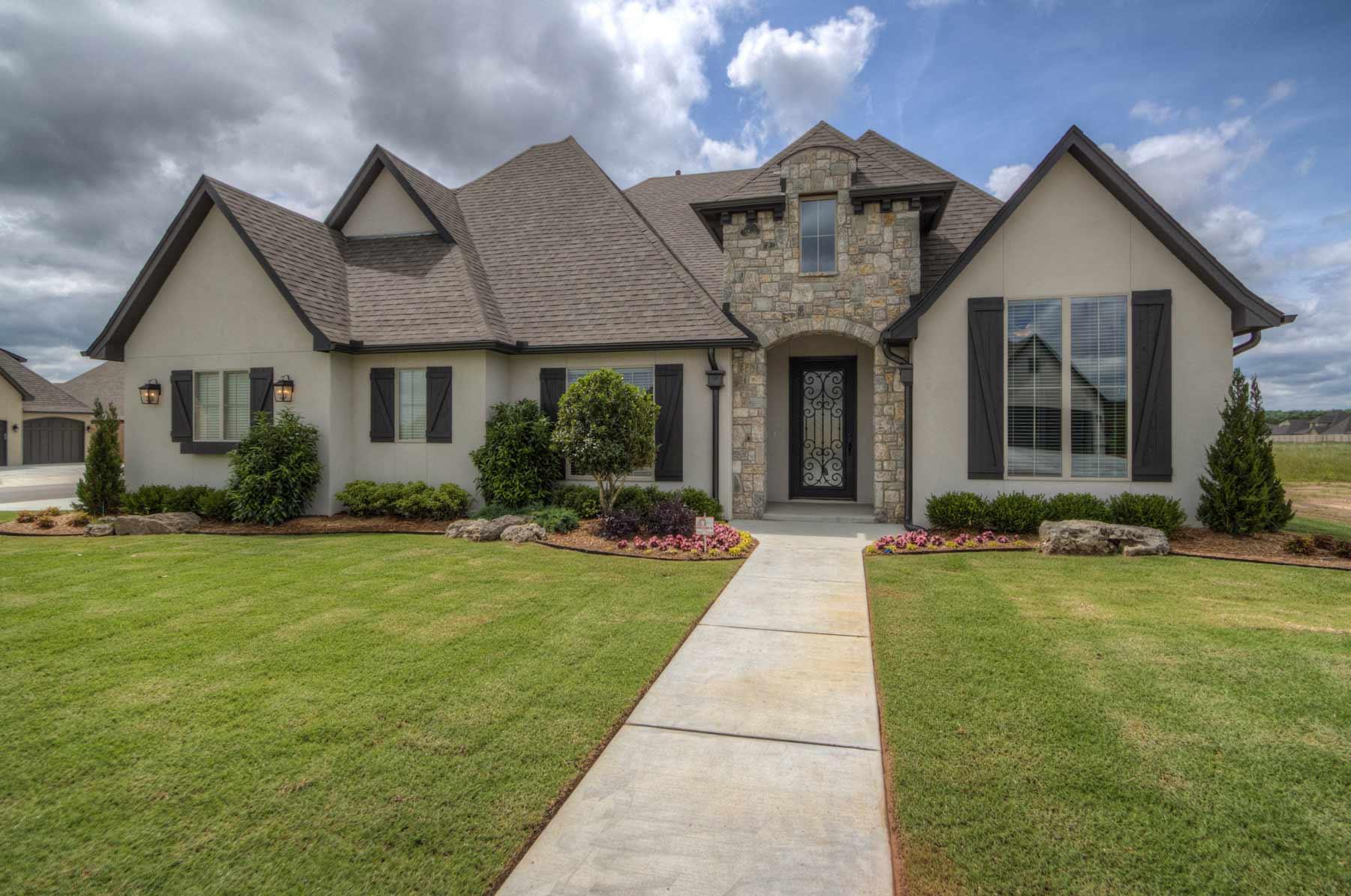 Southern homes award winning tulsa custom home builder for Southern custom homes